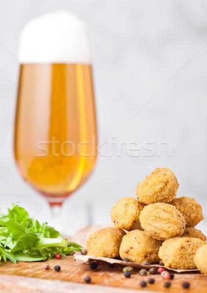 Sültcsirke pattogatott kukorica friss saláta sör sült Stock fotó © DenisMArt