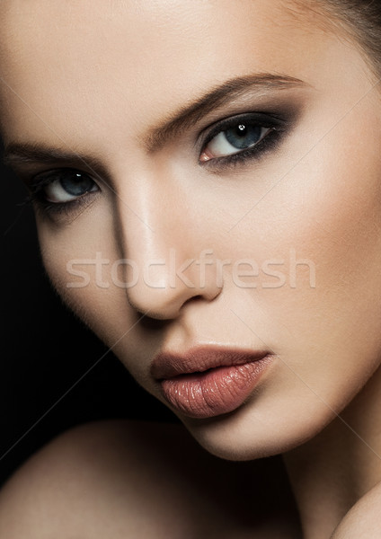 Bela mulher modelo retrato lábios vermelhos cara Foto stock © DenisMArt
