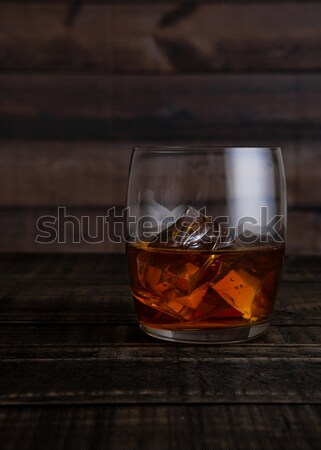 Vidrio whisky mesa de madera fondo hielo Foto stock © DenisMArt