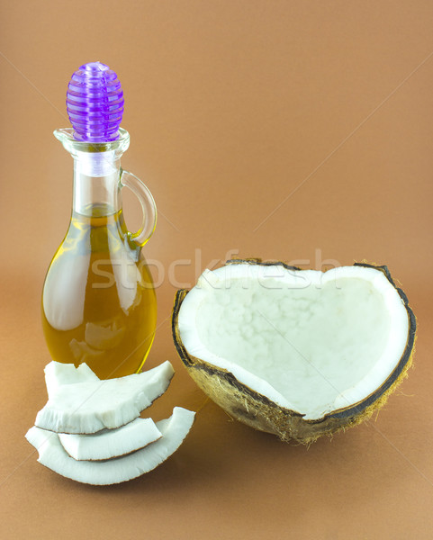Kokosnuss Teile natürlichen Nussbaum Öl Obst Stock foto © designsstock