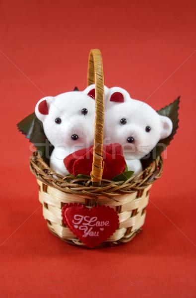 Branco bonitinho ursos de pelúcia rosa cesta Foto stock © designsstock
