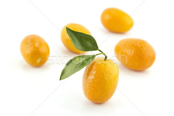 Foto stock: Doce · pequeno · laranja · fruto · de · laranja · folhas · comida