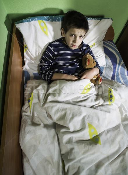 Beteg gyermek ágy plüssmaci mér hőmérséklet Stock fotó © deyangeorgiev