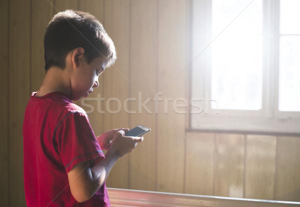 çocuk oynama telefon cep telefonu güneş ışığı çocuklar Stok fotoğraf © deyangeorgiev