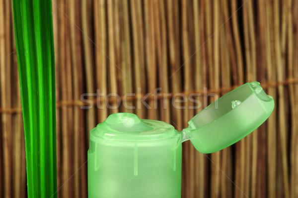 Verde cosmético garrafa folha folha verde cópia espaço Foto stock © deyangeorgiev