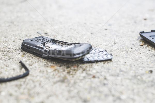 Oude gebroken mobiele telefoon weg telefoon technologie Stockfoto © deyangeorgiev