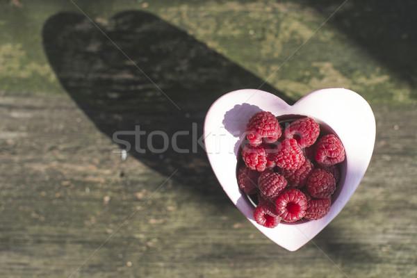 Frambozen kom hout hartvorm liefde natuur Stockfoto © deyangeorgiev