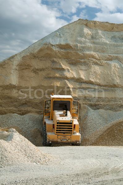 Foto stock: Escavadeira · enorme · calcário · areia · construção