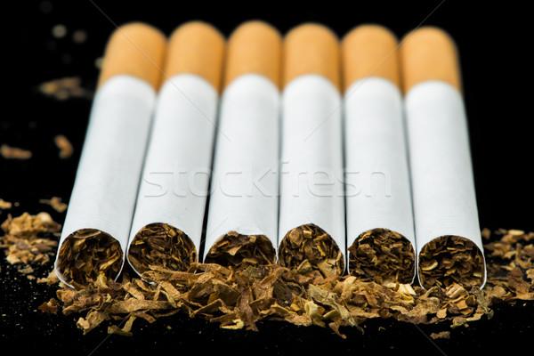 Fila sigarette sfondo bianco sigaretta inquinamento Foto d'archivio © deyangeorgiev