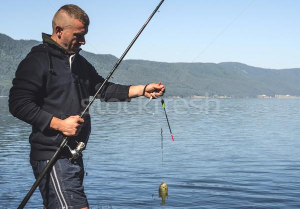Visser vis berg man gelukkig natuur Stockfoto © deyangeorgiev