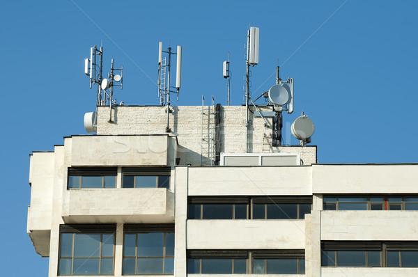 Gsm dachu biały administracyjny budynku technologii Zdjęcia stock © deyangeorgiev