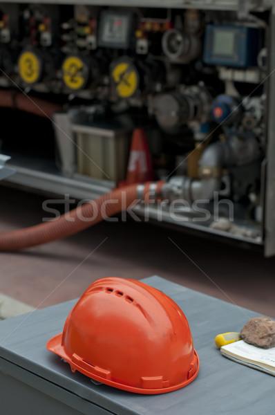 Photo stock: Carburant · camion · casque · rouge · pétrolières