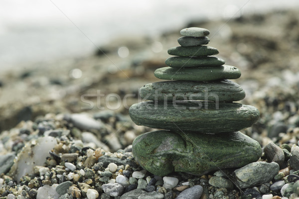 Mar piedras verde cielo fondo Foto stock © deyangeorgiev