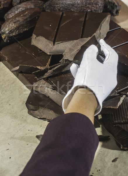 Csokoládé szelet kéz tart étcsokoládé étel csokoládé Stock fotó © deyangeorgiev