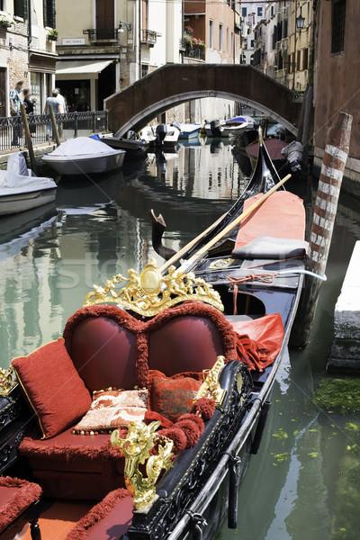 Eski gondol Venedik tekne kırmızı renk Stok fotoğraf © deyangeorgiev