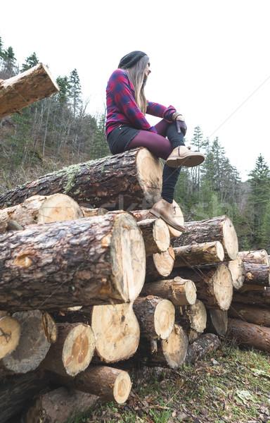 Jonge vrouw bos hout vrouw meisje natuur Stockfoto © deyangeorgiev
