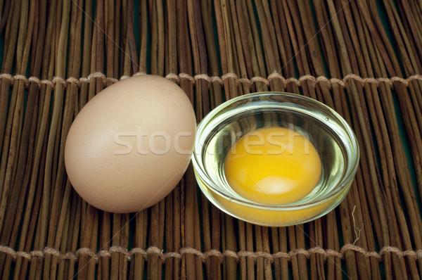 Törött fél nyers tojás tojássárgája bent Stock fotó © deyangeorgiev