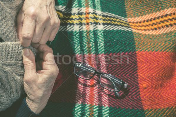 Gilet occhiali coperta donna mano Foto d'archivio © deyangeorgiev