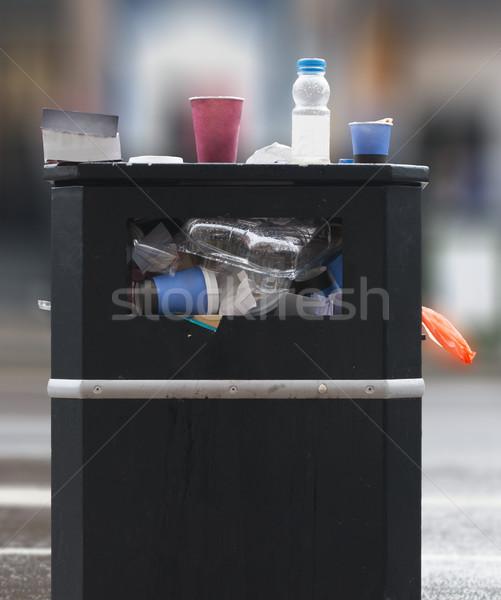 ストックフォト: ゴミ · 通り · 黒 · 家 · 市 · バスケット