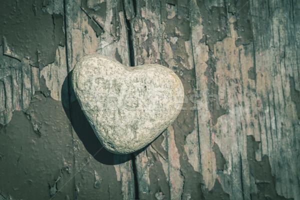 pierre forme de coeur bois amour nature coeur photo stock deyan georgiev. Black Bedroom Furniture Sets. Home Design Ideas