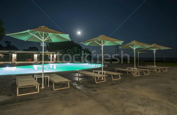 Piscine parapluies nuit lumières Grèce ciel Photo stock © deyangeorgiev