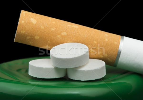 Sigaret tabak pillen geïsoleerd Stockfoto © deyangeorgiev