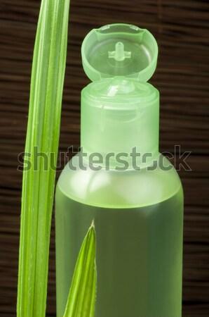 Groene cosmetische fles blad groen blad exemplaar ruimte Stockfoto © deyangeorgiev