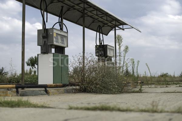 Vecchio stazione di benzina chiuso strada autostrada energia Foto d'archivio © deyangeorgiev