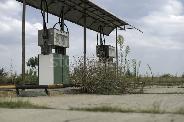 Oude tankstation gesloten weg snelweg energie Stockfoto © deyangeorgiev