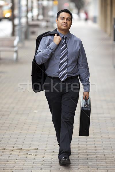 Hispanique affaires marche centre-ville serviette stock Photo stock © dgilder