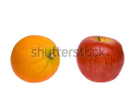 Tárgyak almák narancsok izolált stúdiófelvétel összehasonlítás Stock fotó © dgilder