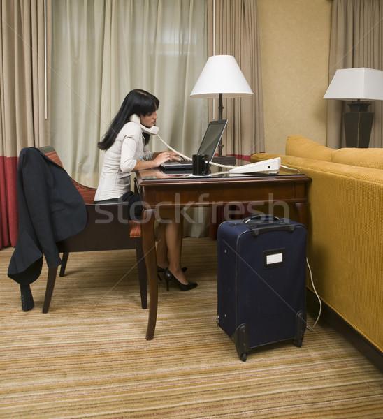 üzleti út dolgozik késő üzletasszony éjszaka laptop Stock fotó © dgilder