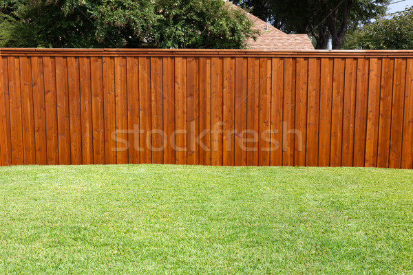 Podwórko ogrodzenia przyjemny słoneczny zielona trawa nice Zdjęcia stock © dgilder