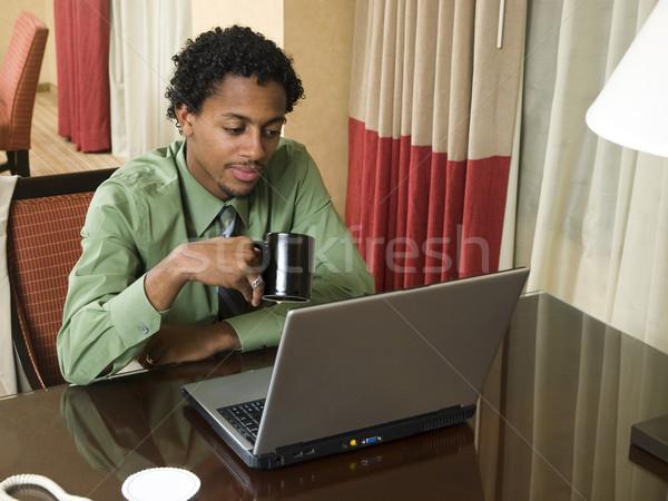 Geschäftsreise Laptop Geschäftsmann Business-Team gut Ergebnisse Stock foto © dgilder