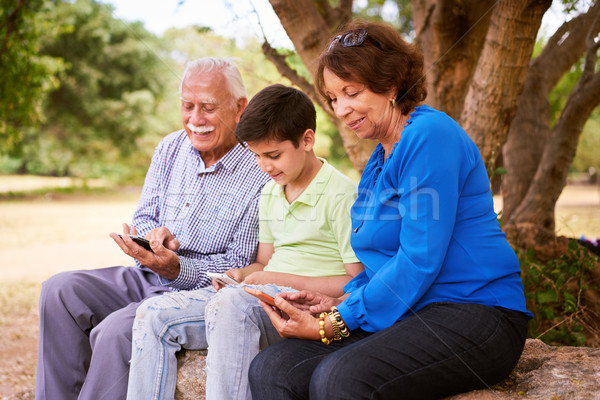 ребенка помогают дедушка и бабушка интернет телефон старший Сток-фото © diego_cervo