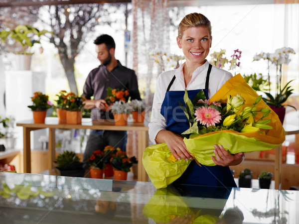 Jeune femme client fleurs magasin Homme ventes Photo stock © diego_cervo