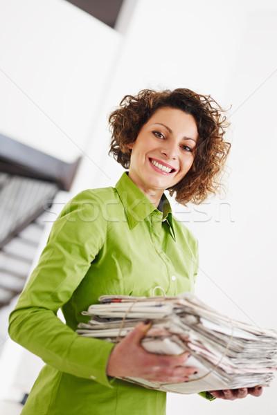 Geri dönüşüm kadın gazeteler bo kâğıt Stok fotoğraf © diego_cervo