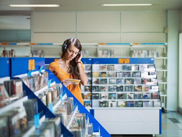 Menina escuta música cd armazenar caucasiano Foto stock © diego_cervo