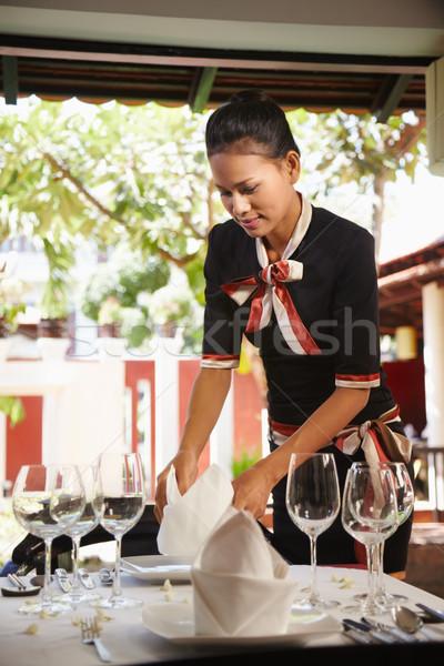 Сток-фото: азиатских · официантка · таблице · ресторан · привлекательный