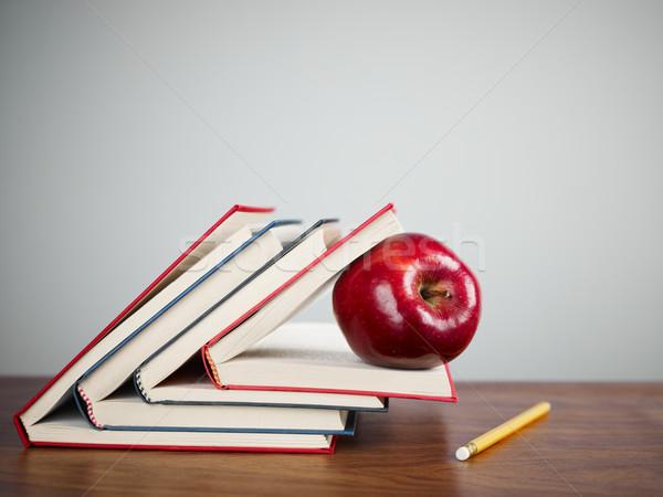 Сток-фото: красное · яблоко · книгах · столе · копия · пространства · книга