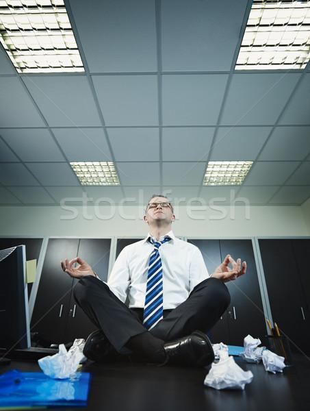 Zdjęcia stock: Biznesmen · jogi · biuro · posiedzenia · biurko