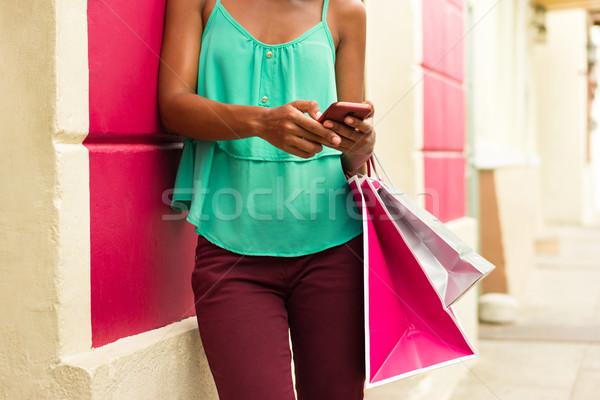 Afro-amerikaanse meisje telefoon winkelen Stockfoto © diego_cervo