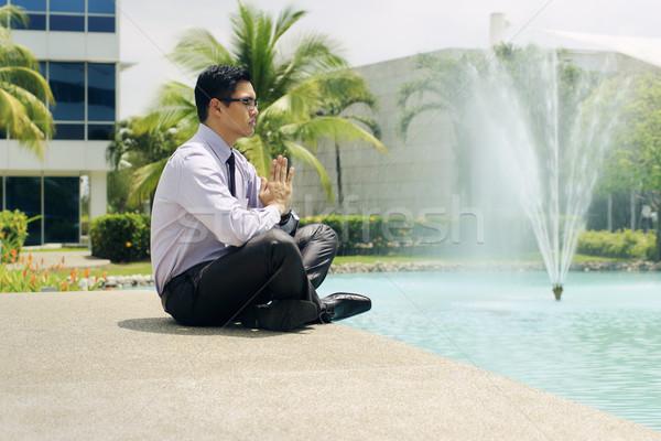 Stok fotoğraf: Işadamı · meditasyon · yoga · dışında · ofis · binası · Asya