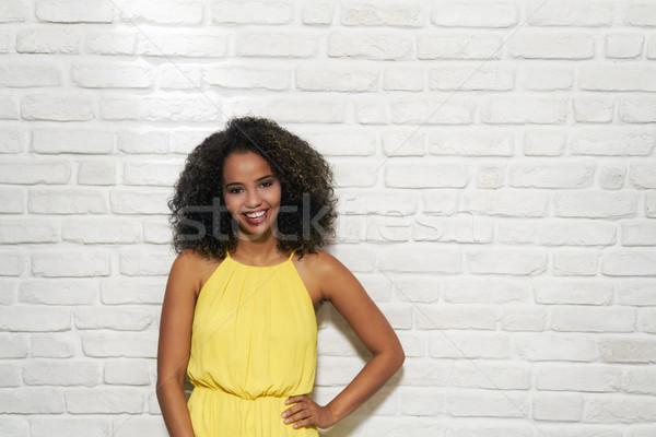 Expressões faciais jovem mulher negra parede de tijolos retrato feliz Foto stock © diego_cervo
