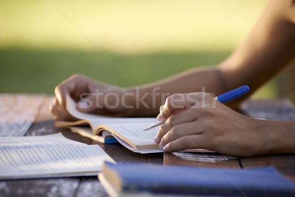 Foto d'archivio: Giovani · istruzione · donna · studiare · Università · test