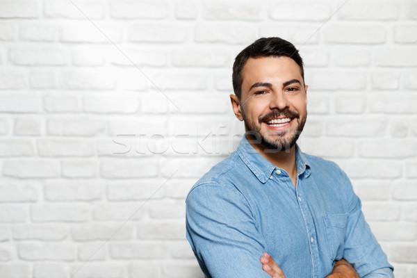 Expressões faciais jovem barba homem parede de tijolos retrato Foto stock © diego_cervo