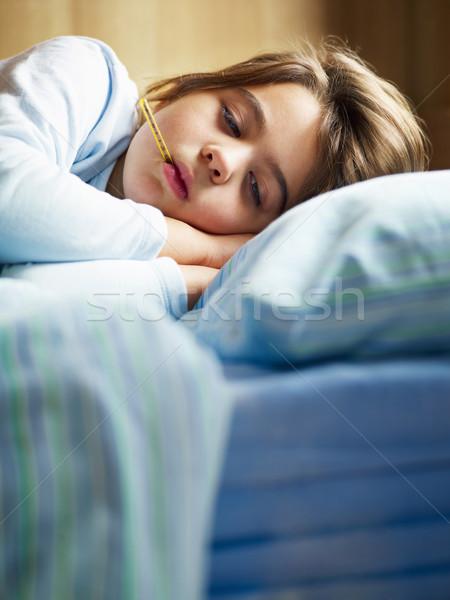 Malade fille température lit espace de copie Photo stock © diego_cervo