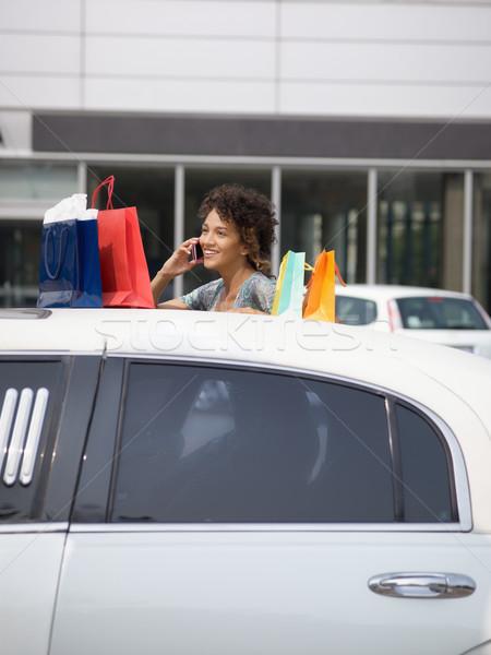Nő mobiltelefon ki limuzin bevásárlótáskák függőleges Stock fotó © diego_cervo