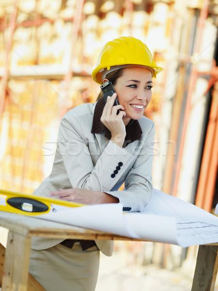 Weiblichen Architekt sprechen Handy Baustelle Telefon Stock foto © diego_cervo