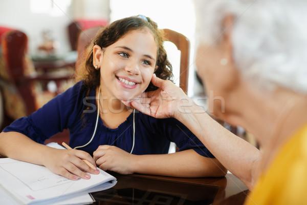 Ayudar nina escuela deberes feliz Foto stock © diego_cervo